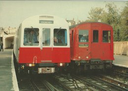 Locomotives Old And New District Line Stock At Ealing Broadway 1979.  B-3427 - Stations With Trains