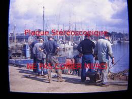 CONCARNEAU 29 Finistère En 1949 Marins Pêcheurs Le Port Bateau De Pêche Photo Amateur Stéréoscopique Stéréo Sur Plaque - Bateaux