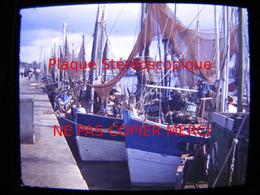 CONCARNEAU 29 Finistère En 1949 Le Port Bateau De Pêche Au Thon Thonier Photo Amateur Stéréoscopique Stéréo Sur Plaque - Boats