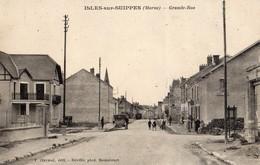 Isles-sur-Suippes  51   La Grande Rue -Animée-Voiture Et Epicerie-Tabac - Francia