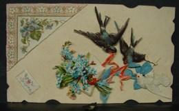 Découpis. 7. Petit Carte Avec Deux Hirondelles Une Colombe Et Des Fleurs En Découpis - Animaux