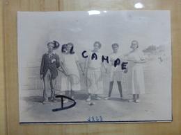 17 CHATELAILLON JOUEUSES ET JOUEURS DE TENNIS PLAGE 1923 PHOTO - Châtelaillon-Plage