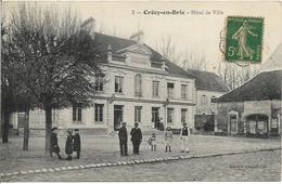 D77 - CRECY EN BRIE - HÔTEL DE VILLE - Carte Animée - Femmes - Hommes Et Enfants - Sonstige Gemeinden