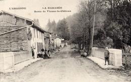 La Harazée _51   La Route De Vienne-le-Chateau Bien Animée - Otros Municipios