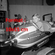 Reproduction D'une Photographie Ancienne D'un Jeune Garçon Dans Un Vaisseau Spatial SS Saturn En 1968 - Reproductions