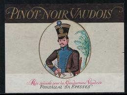 Rare // Etiquette De Vin // Uniformes Anciens // Pinot Noir, Mise De La Gendarmerie Vaudoise - Uniformes Anciens