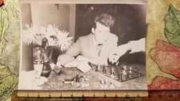 JEU - ECHECS - CHESS - ECHECS  Man Playing  - Old Soviet Photo 1960s - Echecs