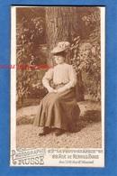 Photo Ancienne CDV Vers 1900 - PARIS - Beau Portrait Extérieur D'une Femme - Photographie Russe - Mode Chapeau Robe Pose - Photos