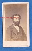 2 Photos Anciennes CDV Vers 1870 - PARIS - Portrait Homme & Femme , Signé Au Verso RAGUENEAU - Photographe Tony Rouge - Photos