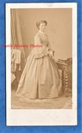 Photo Ancienne CDV Vers 1865 - Portrait Jolie Femme à Identifier - Photographe Disdéri - Mode Robe Pose Woman - Photos