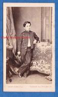 Photo CDV Vers 1865 1870 - PARIS - Portrait Garçon Uniforme Ecolier Pose - SAINT EDME ,Photographe Des Enfants De France - Photos
