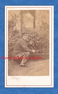 2 Photos Anciennes CDV Vers 1870 - Homme Jardinier ? Herboriste ? Alchimiste ? à Identifier - Arbre Tree Métier Plante - Photos