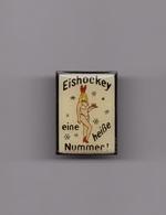 Pin's Pin Up Playboy Allemagne / Eishockey - Eine Heisse Nummer (époxy) Hauteur: 2,6 Cm - Pin's