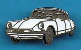 PIN'S //  ** BELLE ** DS ** CITROËN ** BLANCHE ** - Citroën