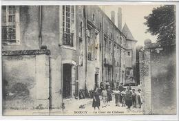 55 SORCY . La Cour Du Château , édit : Ravenel  , Années 10 , état Extra - France