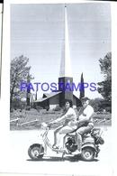 106409 REAL PHOTO MOTORCYCLE MOTO AND COUPLE NO POSTAL POSTCARD - Motos