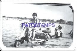106410 REAL PHOTO MOTORCYCLE MOTO AND WOMAN NO POSTAL POSTCARD - Motos