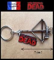 Porte Clés NEUF En Métal ( Keychain ) - The Walking Dead TWD Arbalète Daryl Dixon 7 Cm ! - Porte-clefs