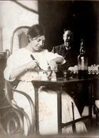 Tirage Photo Albuminé Original La Mayonnaise De Madame En 1915 - Cuisine & Cuisinière, Son Mari, Salière & Poivrière - Photos