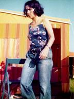 Photo Originale Camping, Caravane Et Pin-Up Hippie Sexy Chic Dans Son Jean Vers 1970 - Pin-ups