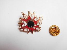 Superbe Pin's En EGF , Bowling De Draguignan , BC2000 , Var - Bowling