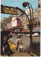 Paris: RENAULT 4-COMBI, 12 BREAK, PEUGEOT 504, FIAT 128 - 'Metropolitain', 'Paramount' Neon - Moulin Rouge - Toerisme