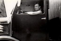 Photo Originale Portrait De Camioneur, Routier à L'oeil Noir Prêt à En Découdre Vers 1950/60 Au Volant De Son Camion - Métiers