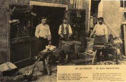 REPRODUCTION DE CPA - EN AUVERGNE -63- LES SABOTIERS - France