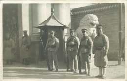 ASIE  CHINE (carte Photo Année 1930/40)  PALAIS D'HIVER  Gardes - China