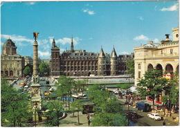 Paris: PEUGEOT 204 BREAK, RENAULT DAUPHINE, GOELETTE FOURGON SURÉLEVÉ, CITROËN DS, TUBE HY - La Conciergerie - Toerisme