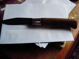 Ancien Couteau De Poche à 1 Lame. Manche En Bois Dur. Marqué J.Robin S.G.D.G. - Art Populaire