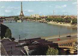 Paris: 3x CITROËN DS, 2CV, SIMCA ARIANE, ARONDE, FIAT 500 - La Tour Eiffel Et La Seine - Toerisme