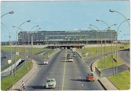 Aeroport Paris-Orly: PEUGEOT 403, CITROËN 2CV, DS, RENAULT 4, PANHARD PL17, MOPED - L'aérogare - Toerisme