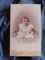 Photo CDV Piccolati à Lille  Joli Bébé Assis  Robe Décolletée Avec Des Volants  CA 1895 - L417 - Photos