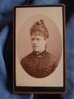 Photo CDV Grand à Montpellier  Portrait Jeune Femme  Belle Coiffure CA 1885 - L417 - Photos