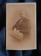 Photo CDV  Léon Rosse à St Malo  Homme Assis Belle Moustache Et Barbichette  Sec. Empire  CA 1860 - L417 - Photos