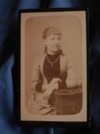Photo CDV Lauzit à Montpellier  Fillette Chaine Avec Une Croix  CA 1890 - L417 - Photos