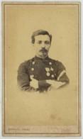 CDV Militaire Circa 1870 Rideau à Cherbourg . Hugo Sous-officier Au 4e RIM . Dédicace à Léon Noël . - Photos