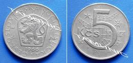 CZECHOSLOVAKIA CESKOSLOVENSKA 5 Korun 1966 - GEOMETRIC DESIGN  And CZECH LION WITH SOCIALIST SHIELD - Czechoslovakia