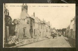 CP-Militaria - SENLIS - Une Rue Incendiée - Guerra 1914-18