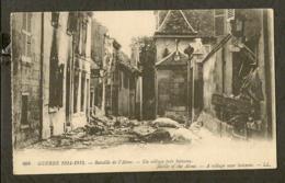 CP-Militaria - Bataille De L'Aisne - Un Village Près Soissons - Guerra 1914-18