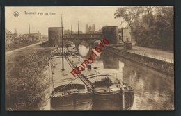 TOURNAI. Pont Des Trous. Péniches En Gros Plan. - Tournai