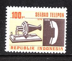 Indonesia - 1976. Apparecchio Telefonico Vecchio E Moderno. Old And Modern Telephone Set. MNH - Telecom