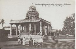 Inde -  Catéchistes Missionnaires De Marie Immaculée - Hindoustan Carte N°5  Sur Les Marches D'un Pagodin - Inde