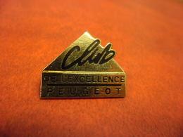PIN'S AUTOMOBILE PEUGEOT - CLUB DE L'EXCELLENCE @ 25 Mm X 20 Mm - Peugeot