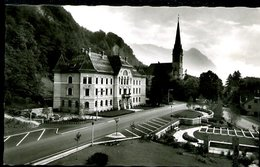 WD385 VADUZ REGIENGSGEBAUDE UND PFARRKIRCHE - Liechtenstein
