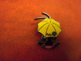 GRAND PIN'S AUTOMOBILE VOLKSWAGEN POLO - Femme Sous Parasol @ 30 Mm X 22 Mm - Volkswagen