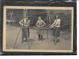 Théme-Scoutisme-*Une Vue De Jeunes Filles SCOUTS Construisant Un Vaisselier - Scoutisme