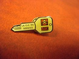 PIN'S AUTOMOBILE CITROEN - La Clé Du Service - DAC @ 30 Mm X 11 Mm - Citroën