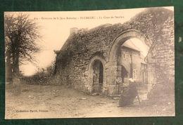 RARE PLUMELEC CPA St Jean De Brevelay Cour De Penclen - France